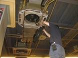 空調機器は、部品ごとに分解します。
