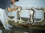 部品ごとに高圧洗浄を行い、乾燥・殺菌を行います。